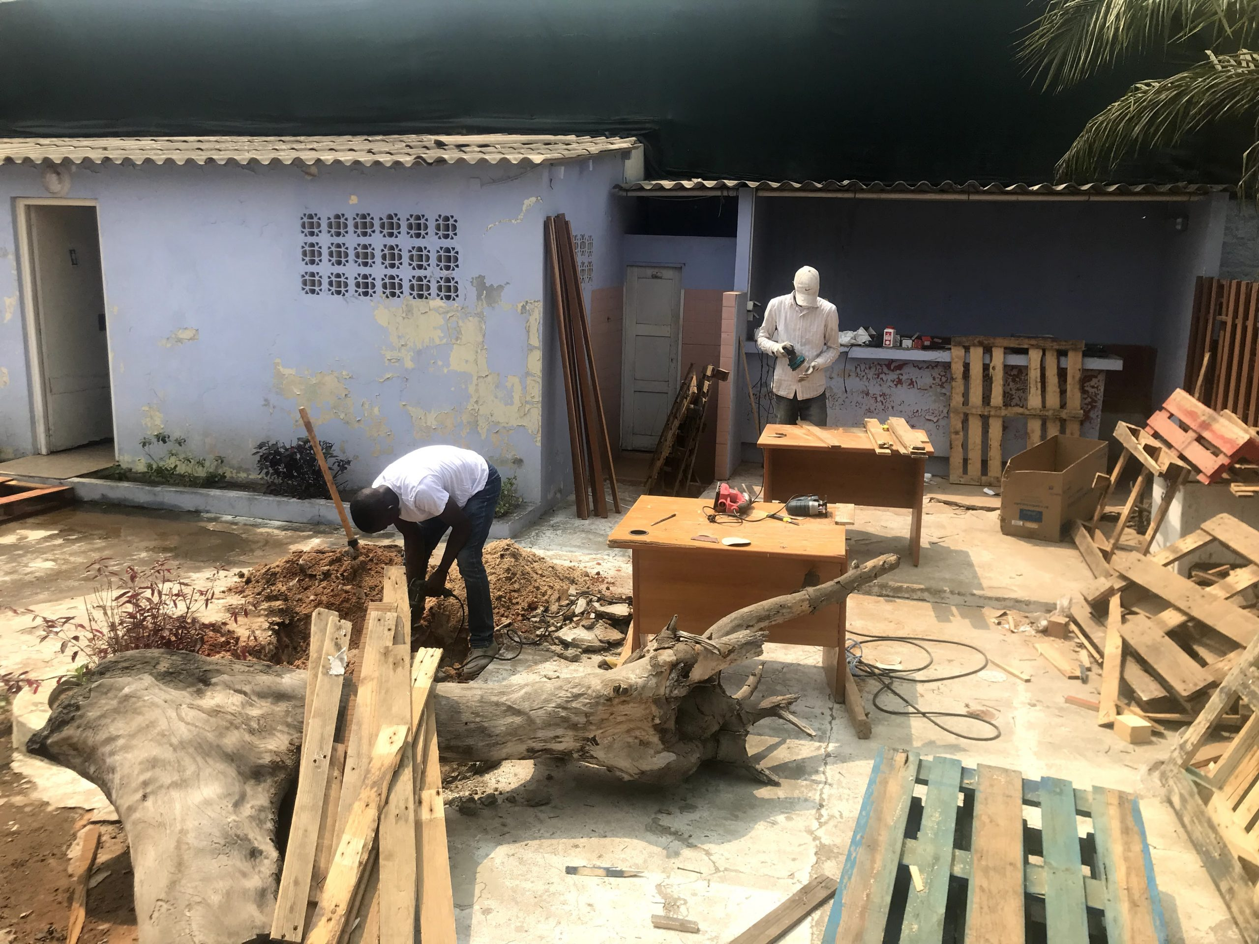 A Menomadin Foundation impact investment in Angola: professional training for youth at risk in Luanda, the carpentry social business.