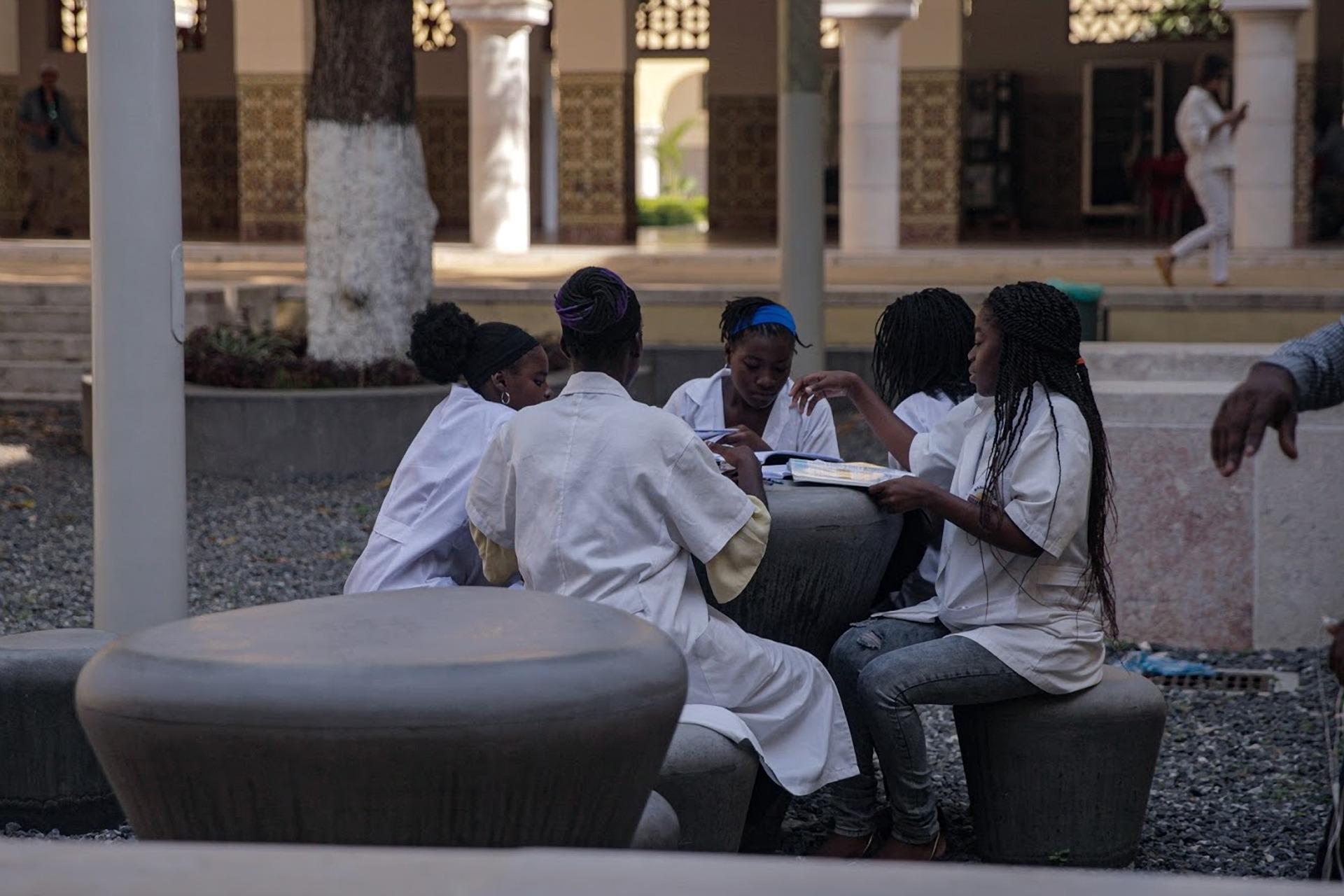 פרויקט פילנתרופיה אסטרטגית של קרן מנומדין באנגולה - מתחם הלימודים פוקוס2050 המציע פלטפורמת למידה דיגיטלית ללא עלות